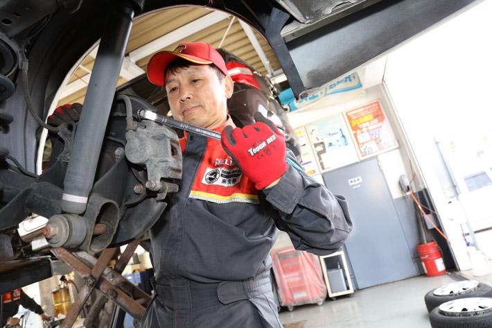 中央シェル石油販売株式会社_自動車整備風景